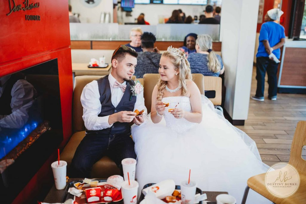 Bride, Groom, Wendys, Eating, Fast Food